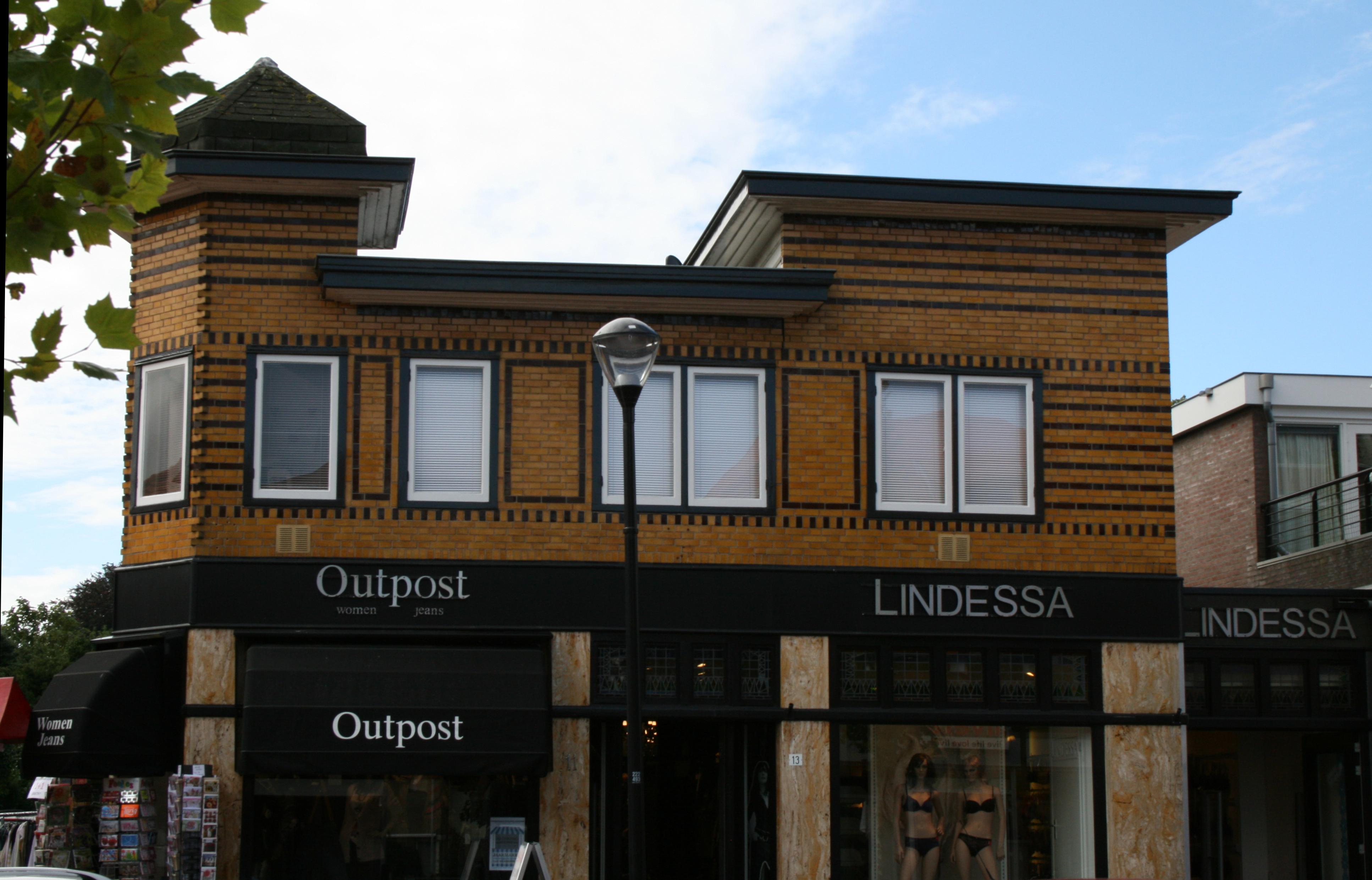 Het pandje op de hoek van de Lindenlaan/Van Weedestraat